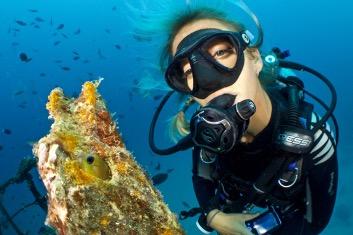 woman scuba diving representing scuba diving tips